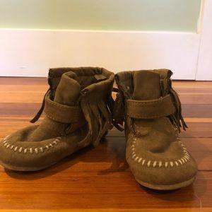 Moccasin toddler boots